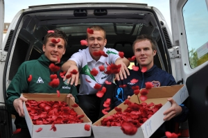 "Footballers ""distributing"" poppies"